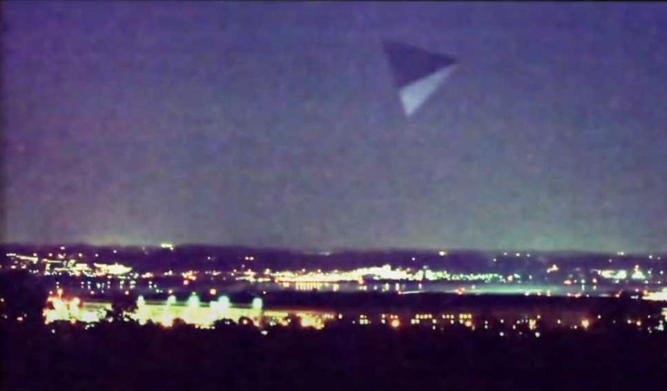 Это изображение имеет пустой атрибут alt; его имя файла - piramida-nad-pentagonom.jpg