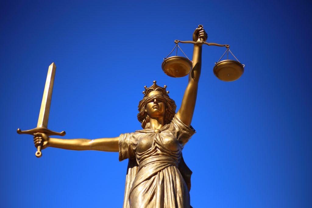 Это изображение имеет пустой атрибут alt; его имя файла - monument-statue-blue-sculpture-justice-greek-mythology-roman-goddess-lady-justice-gods-law-goddess-of-the-law-oh-titi-youth-1186582-1024x683.jpeg